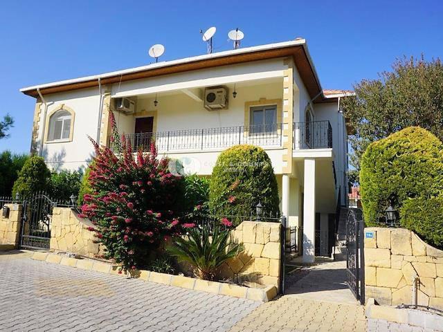 Girne Alsancak'ta satılık bahçeli şömineli villa - TEXT_photo 1