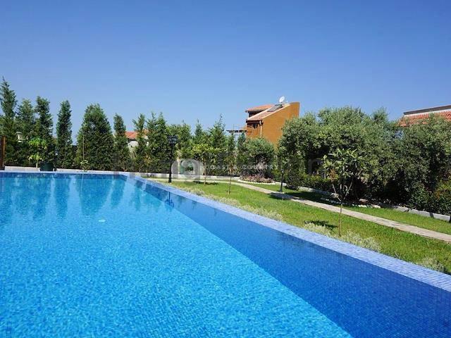Girne Bellapais'te satılık bahçeli şömineli havuzlu villa - TEXT_photo 2