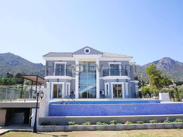 Girne Bellapais'te satılık bahçeli şömineli havuzlu villa - TEXT_photo 4