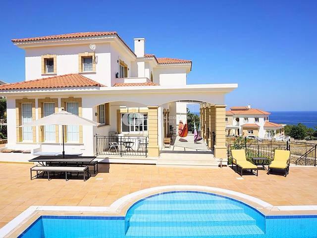 Girne Esentepe'de satılık şömineli havuzlu villa - TEXT_photo 1