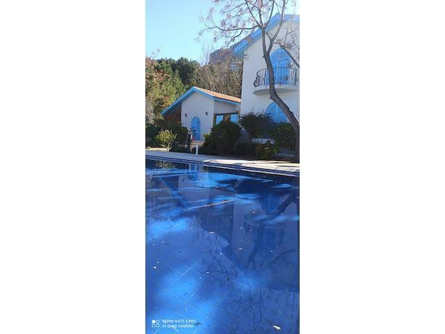 Girne/Karmi'de 5+1 Dağ Deniz Manzaralı Havuzlu Eşyalı Villa